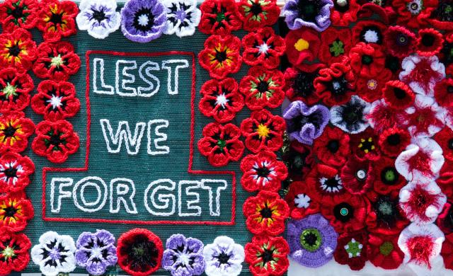 Knitted poppies with slogan Lest We Forget